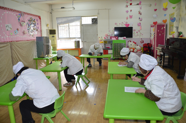 建大幼儿园保育员